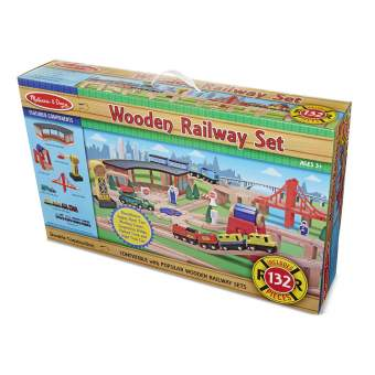 WOODEN RAILWAY SET - TREN DE MADERA